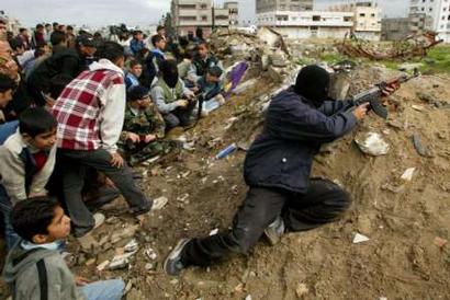 hamas using civilians